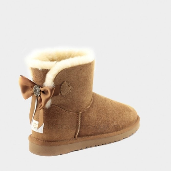 Женские полусапожки UGG Mini Bailey Bow Medallion Chestnut